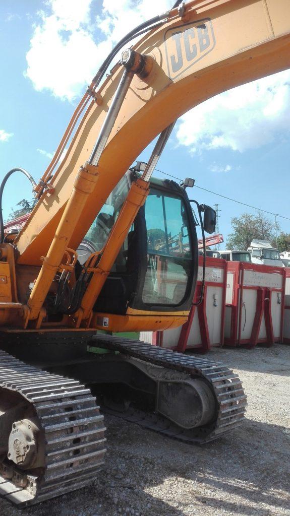 Escavatore idraulico cingolato JCB – JS 220N usato (2)
