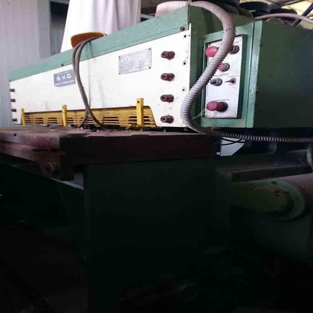 Cesoia a ghigliottina lavorazione lamiere