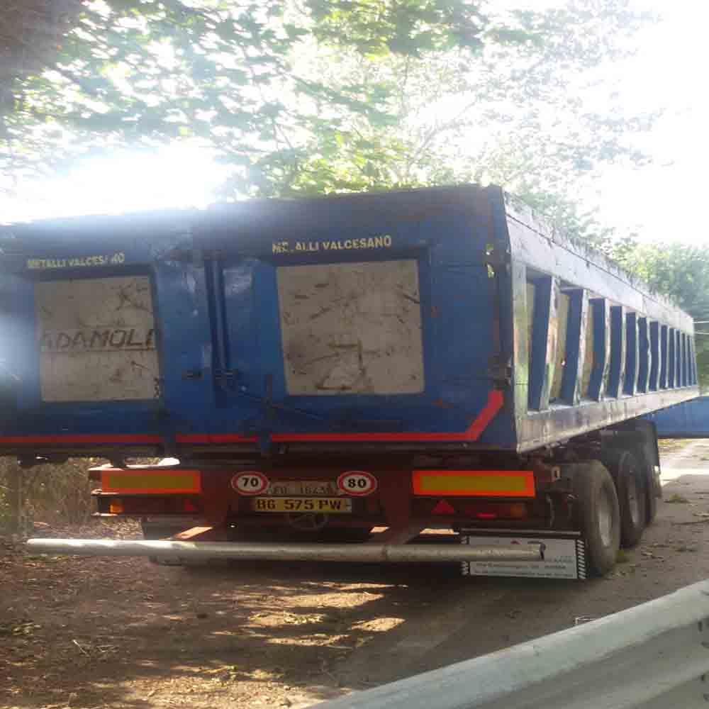 Semirimorchio vasca per trasporto usato