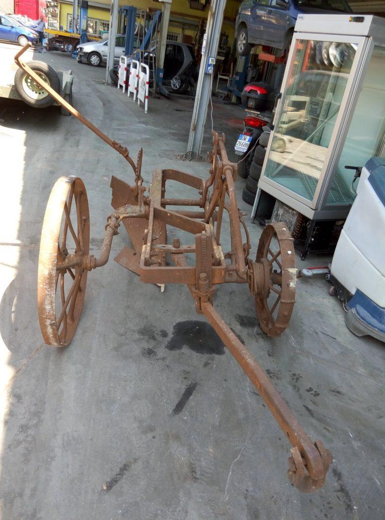 aratro antico con ruote (1)