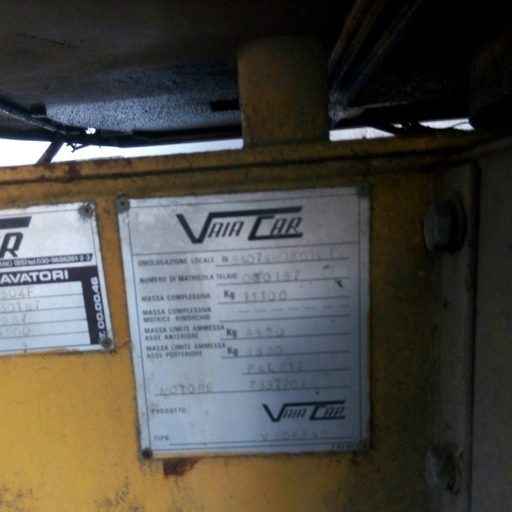 Vaiacar motore e targhetta tecnica (1)