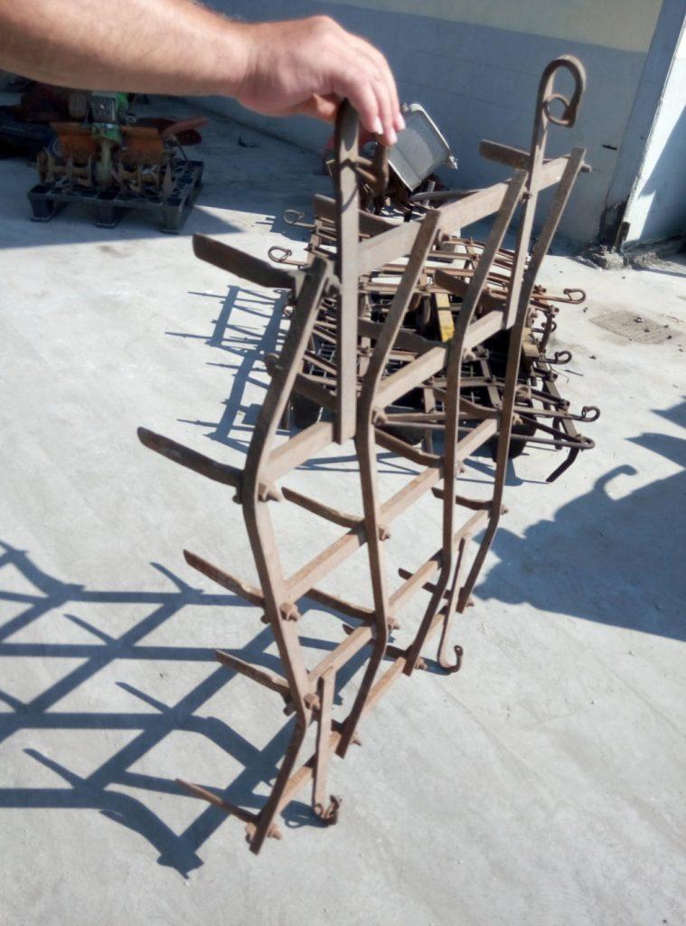 Aratro a strascico componibile usato pomili demolizioni for Attrezzatura agricola usata lazio