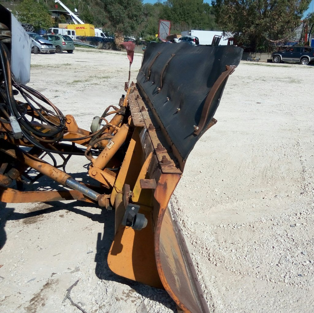 attrezzatura e macchinari per la neve-ex-anas | accessori per macchine operatrici | pulizia strada | accessori per mezzi di emergenza | Pomilids | Pomili Demolizioni Speciali srl