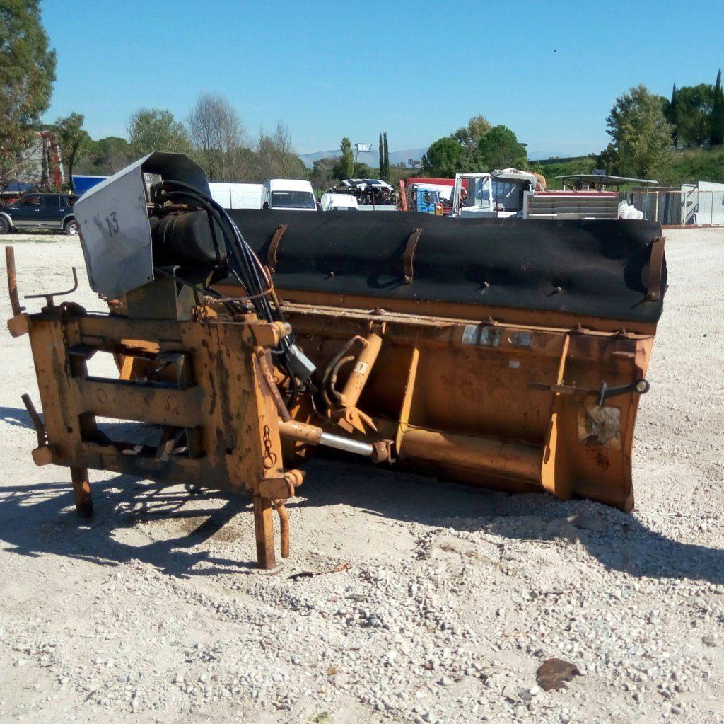 attrezzatura e macchinari per la neve-ex-anas (34)
