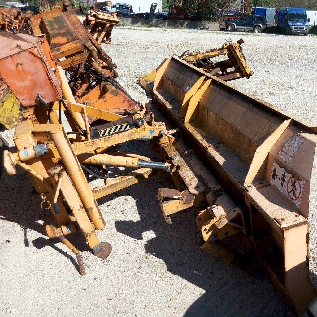attrezzatura e macchinari per la neve-ex-anas (41)