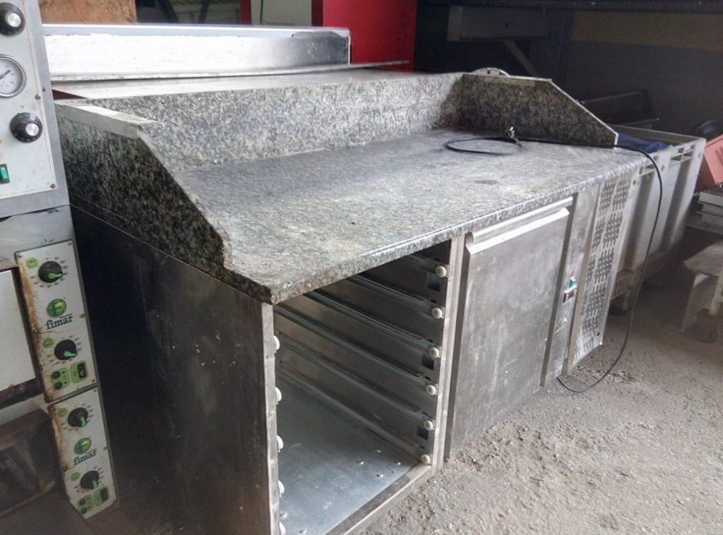 Tavolo da lavoro con pianale in marmo