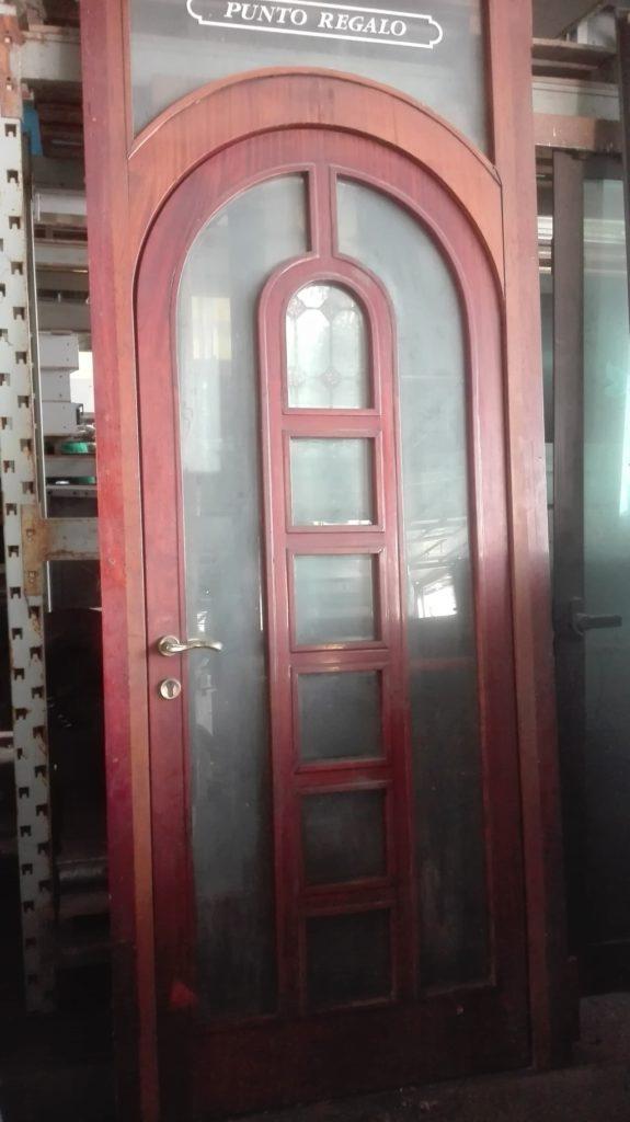 Porta in legno per locali