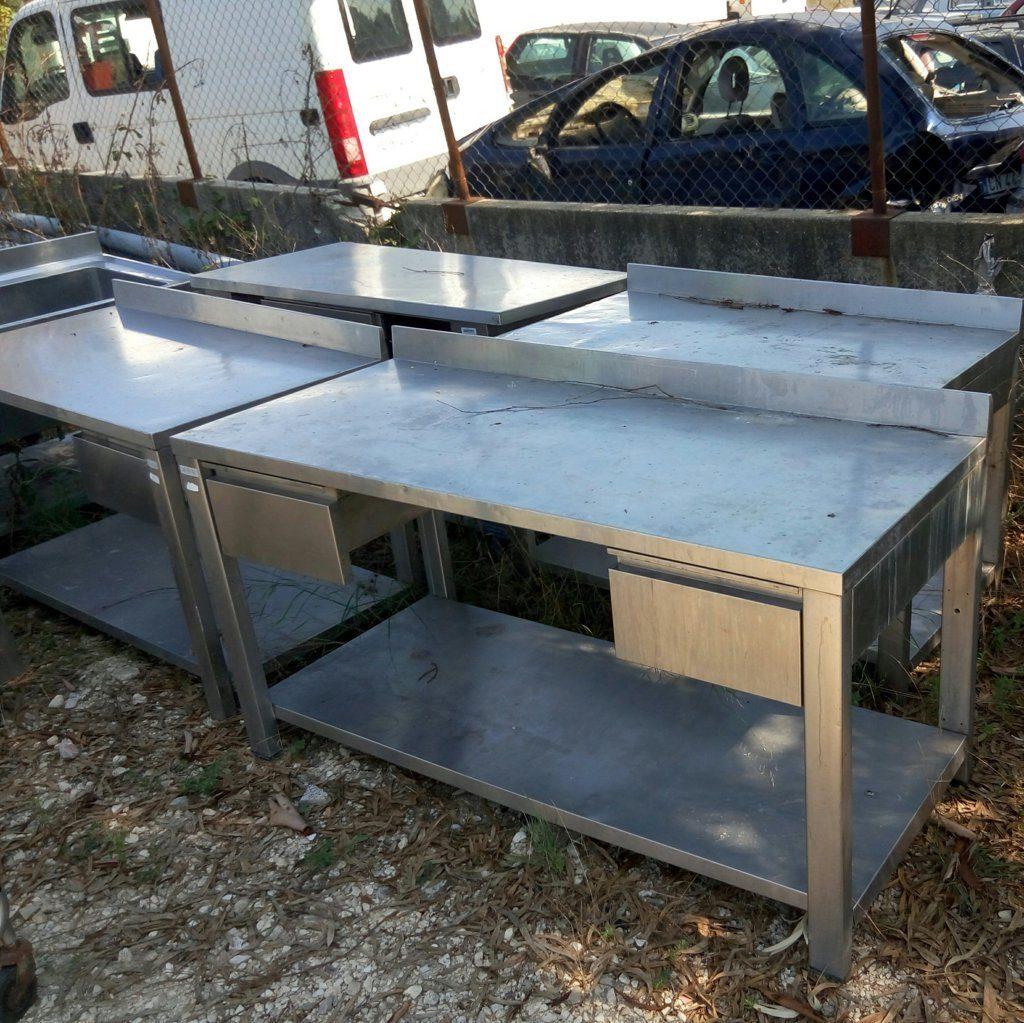 Tavoli da lavoro in acciaio con ripiano aperto