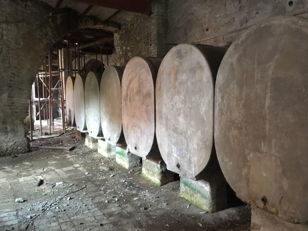 botti storiche in cemento per vino – pomilids (6)