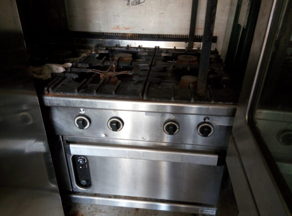 Cucina industriale usata (8 fuochi) in acciaio inox