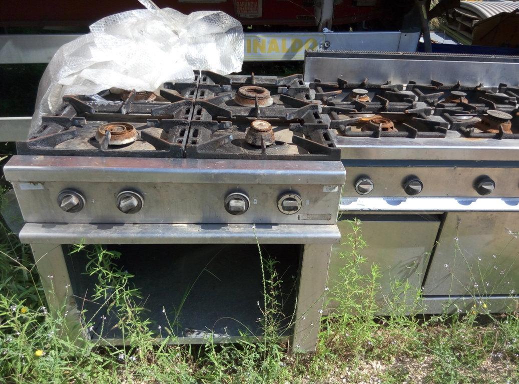 Cucina industriale usata (4 fuochi) in acciaio inox