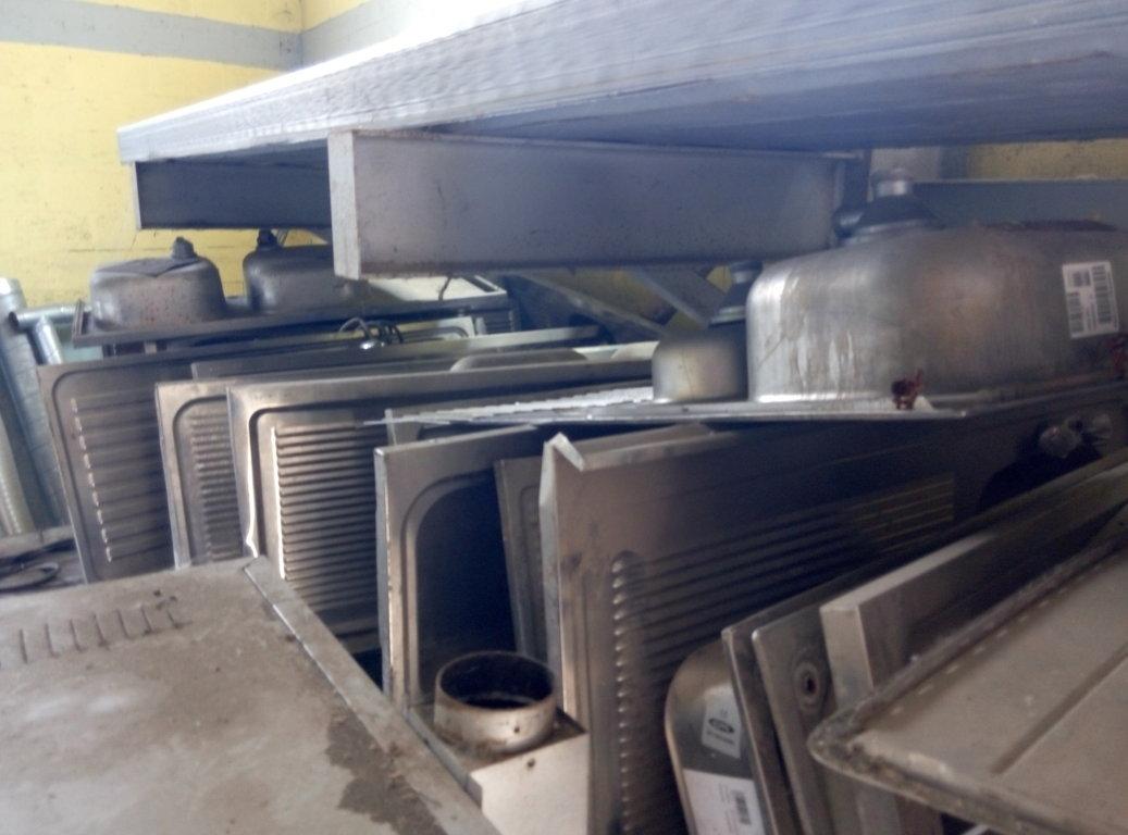 Lavandino Inox Professionale Usato.Lavelli Usati In Acciaio Inox Pomili Demolizioni Speciali Srl