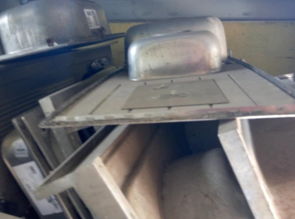 Lavandino Acciaio Inox Usato.Lavelli Usati In Acciaio Inox Pomili Demolizioni Speciali Srl