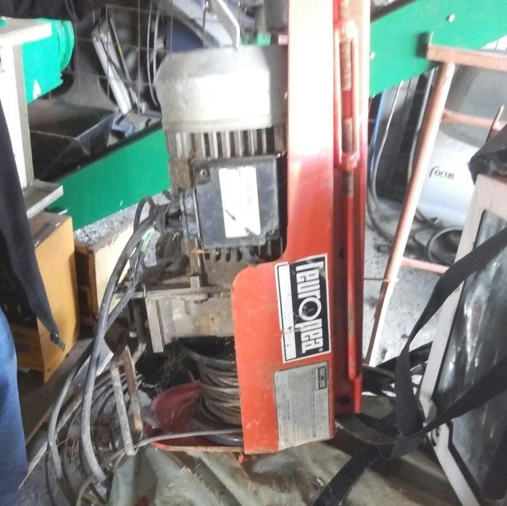 Pomilids vende Paranco elevatore elettrico HE200