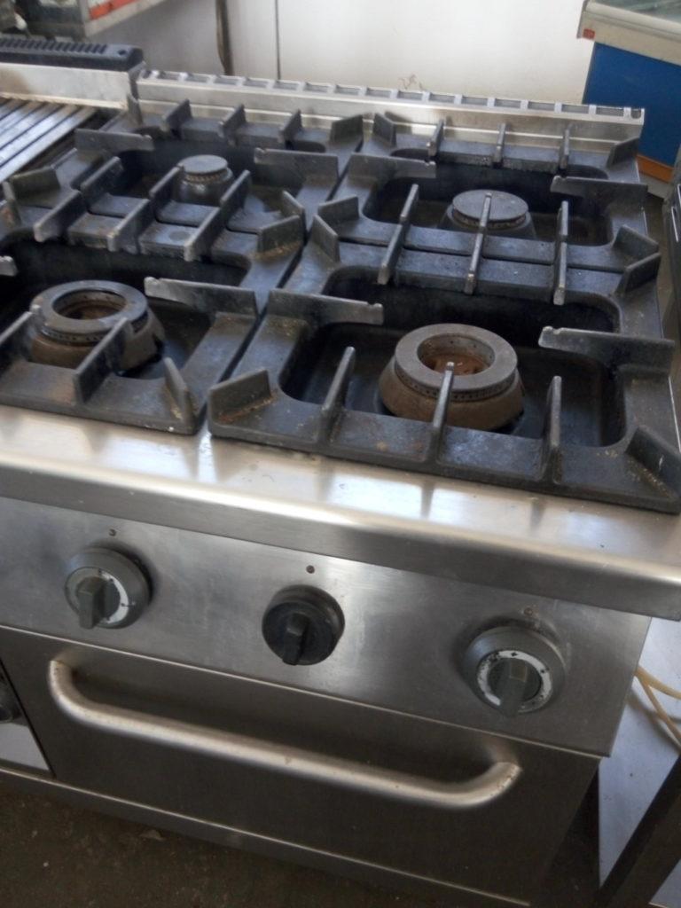 Cucine Per Ristorazione Usate.Cucina Industriale Usata 4 Fuochi In Acciaio Inox Pomili