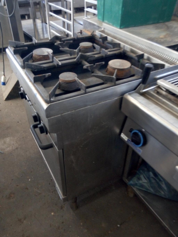 Cucine Industriali Usate.Cucina Industriale Usata 4 Fuochi In Acciaio Inox Pomili
