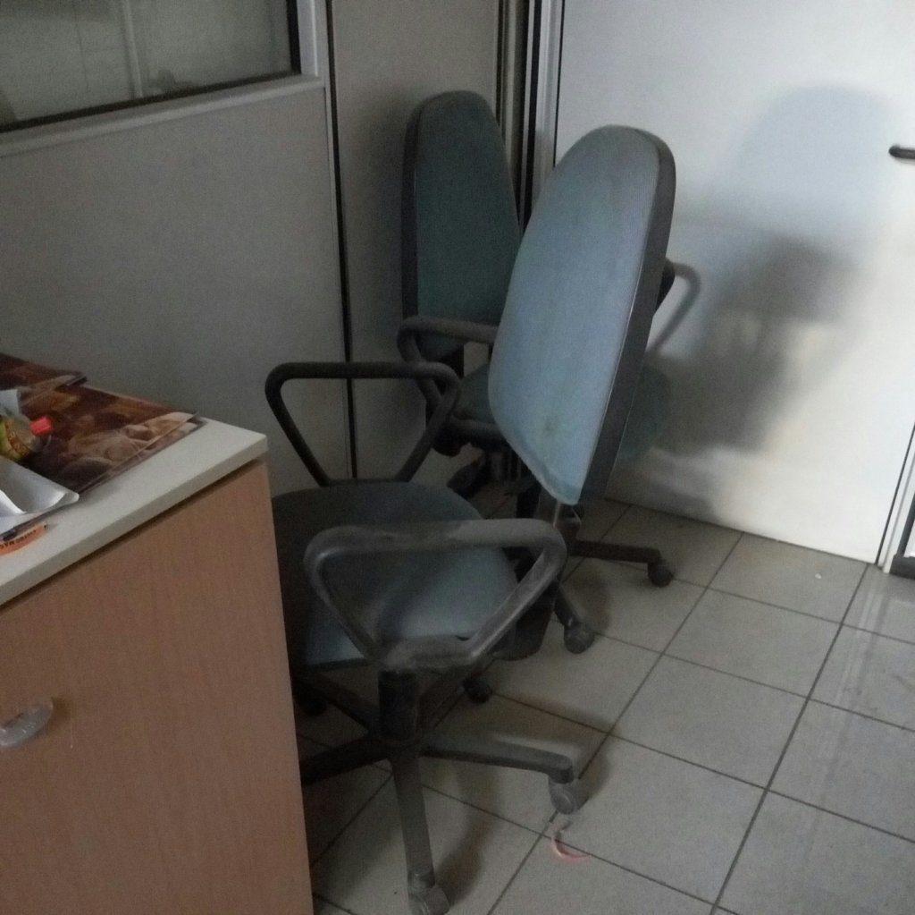 Sedia Da Ufficio Usata.Sedie Con Rotelle Per Ufficio E Studi Professionali Pomili Demolizioni Speciali