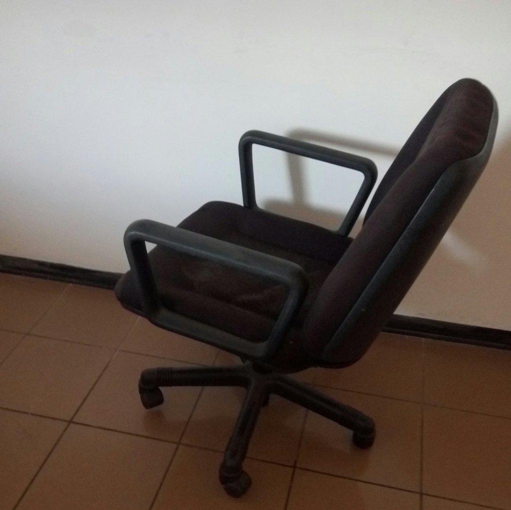 Sedie Usate Ufficio.Sedie Con Rotelle Per Ufficio E Studi Professionali Pomili