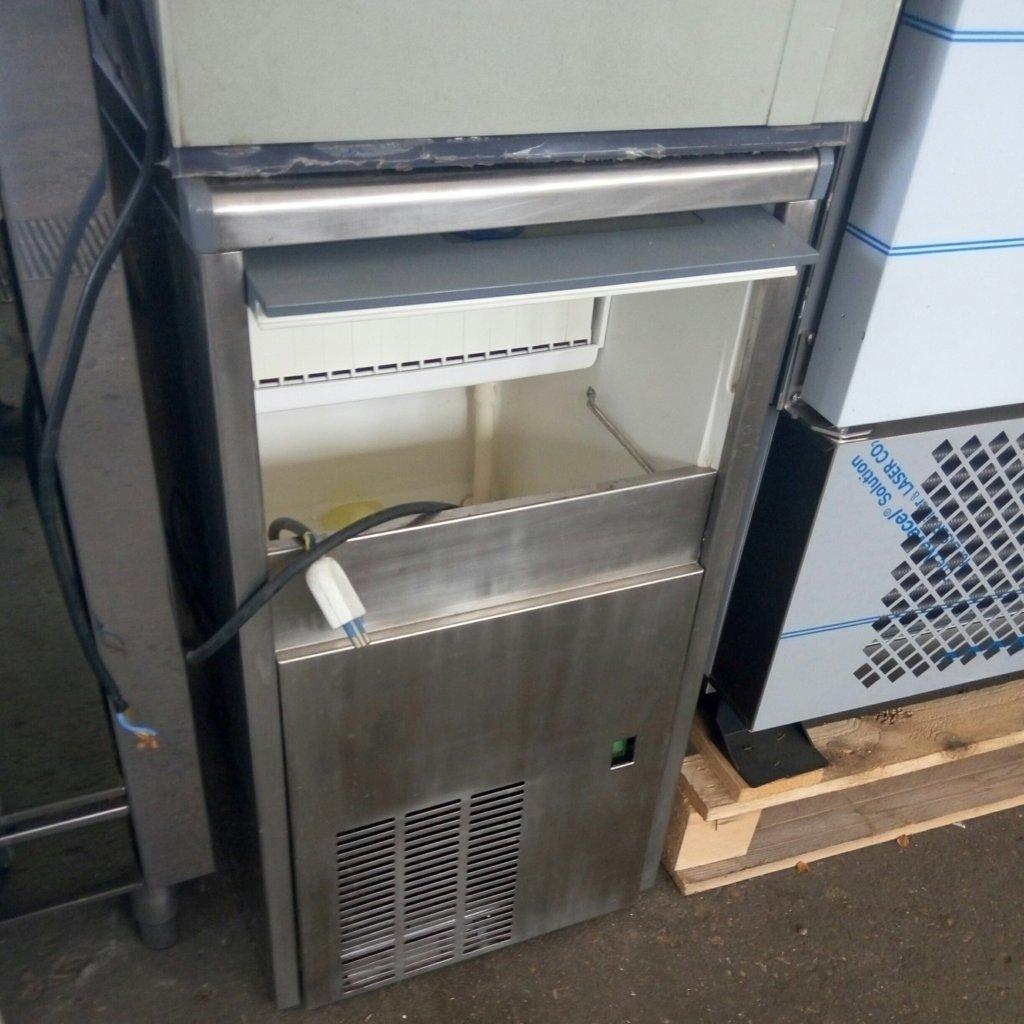 fabbricatore di ghiaccio (9)