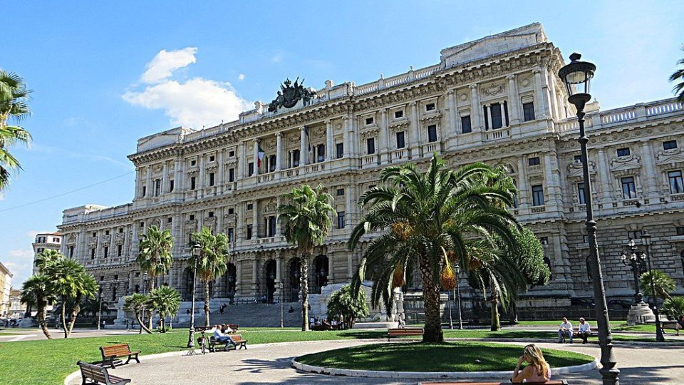 1024px-Piazza_Cavour_-_Palazzo_di_Giustizia_-_panoramio