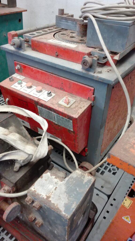 Piegaferro industriale usato